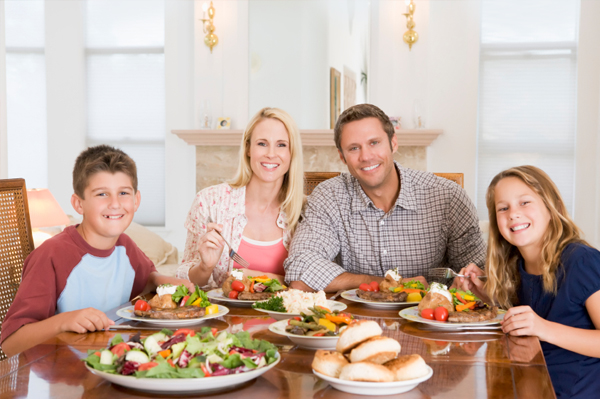 family-meal-at-dinner-table1