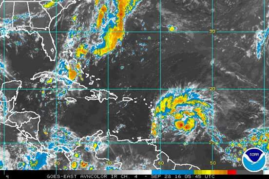 Strong tropical wave affecting Dominica