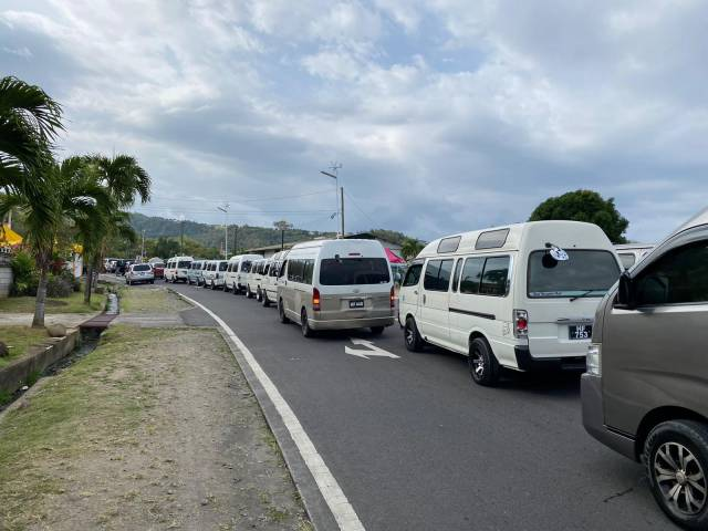Government will not be 'extorted' PM warns bus drivers